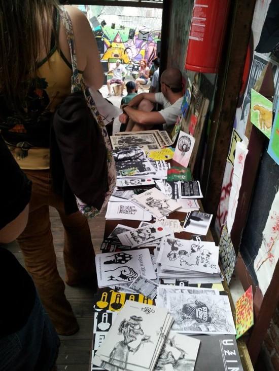 Alguns fanzines no Festival Faça Você Mesmx - Zine Festival, em Porto Alegre.