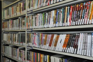 Acervo de DVDs da Biblioteca da ECA