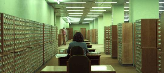 Censura à pesquisa, censura em bibliotecas: cena de Chernobyl episódio 4